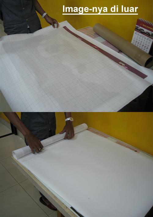 Cara menggulung foto kanvas asli